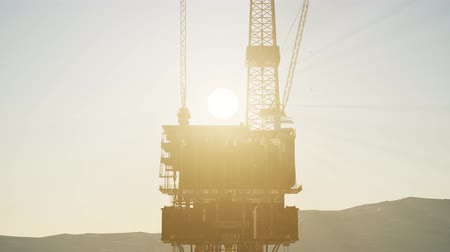 bulutsuz : Image of oil platform while cloudless day.