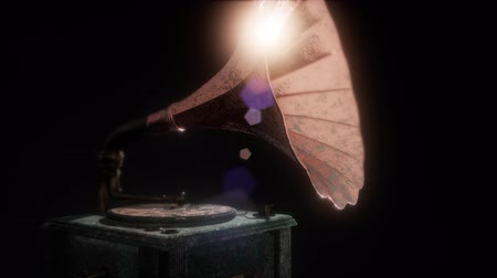 gramofoon : Vintage gramophone in dark with frairs. retro technology.