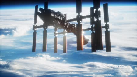 солнечный : International Space Station in outer space over the planet Earth Стоковые видеозаписи