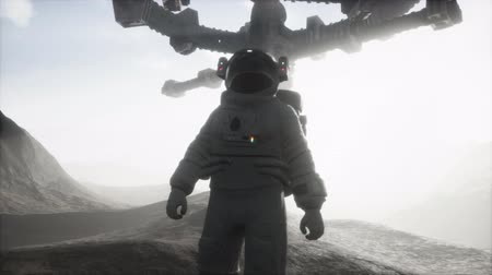 spaceship : Astronaut walking on an Mars planet