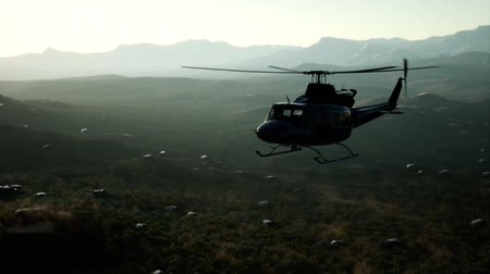 transportado pelo ar : Slow Motion United States military helicopter in Vietnam