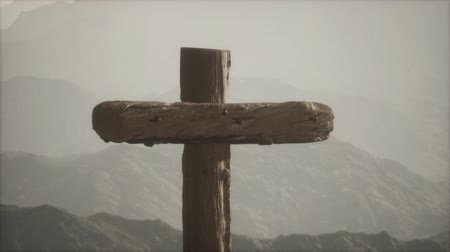 crocifisso : wooden Crucifix cross at mountain Filmati Stock
