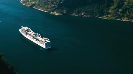 noruega : Cruise Liner On Fjord, Norway