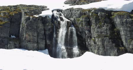 tvindefossen : 4K, Zoom on a waterfall, embedded in ice, Norway