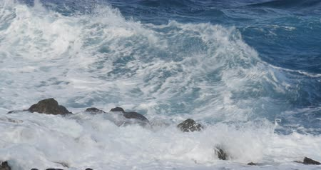 beach panorama : 4K, Dramatic water waves splashing and crashing against rocks