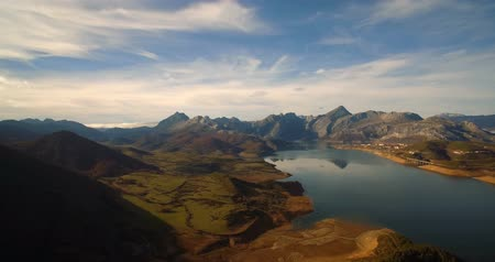 горный хребет : Aerial, Beautiful View On Embalse De Riano, Spain - Graded and stabilized version. Watch also for the native material, straight out of the camera.