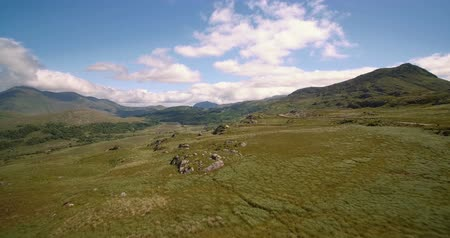 İrlanda : Aerial, The Molls Gap, County Kerry, Ireland - Graded Version Stok Video