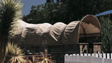 batı : Covered Wagon In An Old Western Village, Arizona, USA, graded Stok Video
