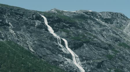 končetina : Beautiful Waterfall In Norway - Graded
