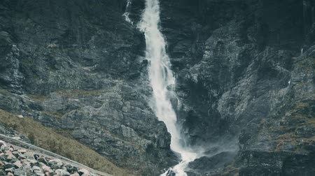 pień : Beautiful Waterfall In Norway - Graded
