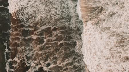 versiyon : Aerial, Waves From Above At Playa Chigualoco, Chile - cine version