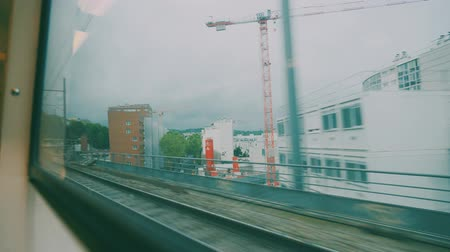 voyant : Conduire en train de Paris à Versailles, France - version graduée