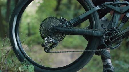 kaseta : cyclist twists wheel of bike before race