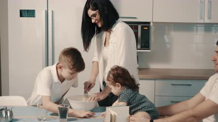 genuíno : Young family preparing food in kitchen at home
