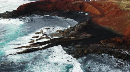 засушливый : Black beach El Golfo on Lanzarote, Canary Islands, Spain