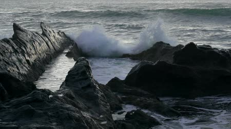 хмурый : Waves beat on black rocks, slow motion