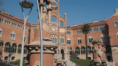 mansão : BARCELONA, SPAIN - FEBRUARY 19, 2019: Ancient palace in historical part of city