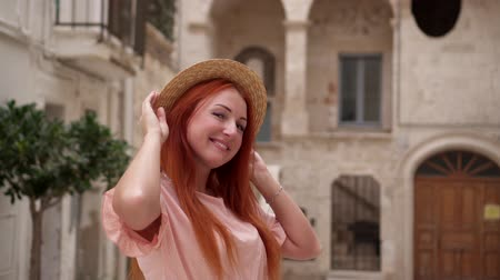kobyla : Portrait of young happy red-haired woman on street of old European city Dostupné videozáznamy