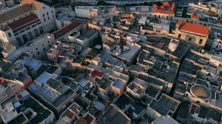 urbanística : Aerial view of street and roofs houses of city Bari, Italy
