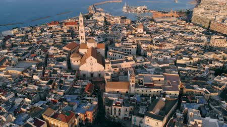 urbanística : Flying over roof of church in old town of Bari, Italy