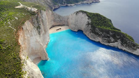 naufragio : Aerial view of beautiful beach with a stranded ship in Zakynthos, Greece