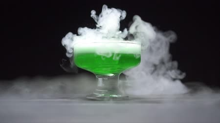 dioxid : Green liquid boils in a glass bowl, a chemical reaction of dry ice to water. Slow motion.
