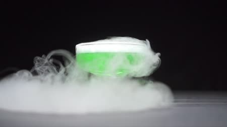 toverdrank : Green liquid boils in a glass bowl, a chemical reaction of dry ice to water. Slow motion.