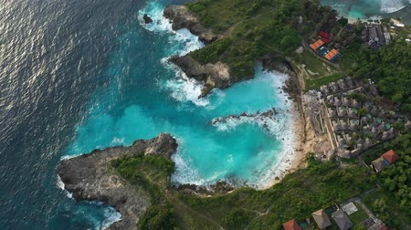 ボルネオ島 : Blue lagoon on a small island in the ocean