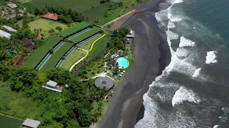 tyrkysový : Luxury surf hotel on the beach in the jungle