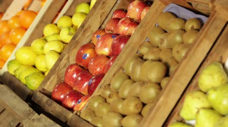 üretmek : Box of oranges Stok Video
