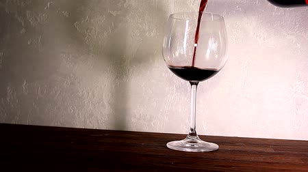 barmetro : Red wine is poured into a glass Stock Footage