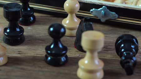 епископ : Wooden chess board and Pieces on old wooden board. Intelectual game.