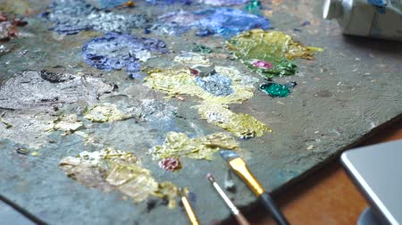 expressionism : Artist brush mix color oil painting on palette. Painter at the studio. Stock Footage