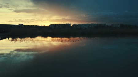 crepúsculo : Sunset over the lake. Kishinev, Moldova. Stock Footage
