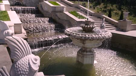 barok : Beautiful fountain in city park, Baroque architecture. Stok Video