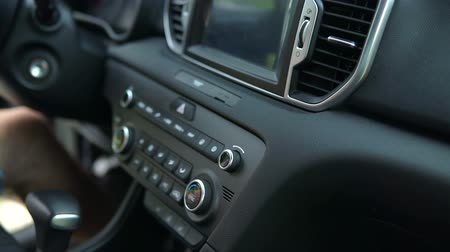 humanóide : Tuning Radio Volume. Close up of hand adjusting car radio volume
