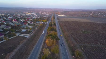 равный : 4K Aerial. Over suburb equal highway with cars