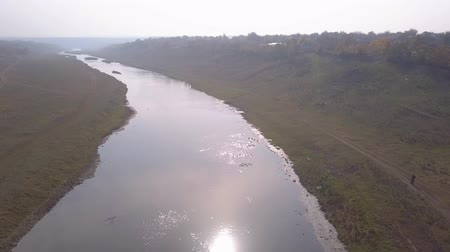 drabina : Beautiful flight over river with sun reflections. Wideo