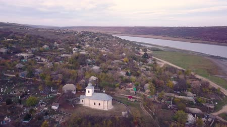 шедевр : Flight of the camera over the Orthodox Church. Стоковые видеозаписи
