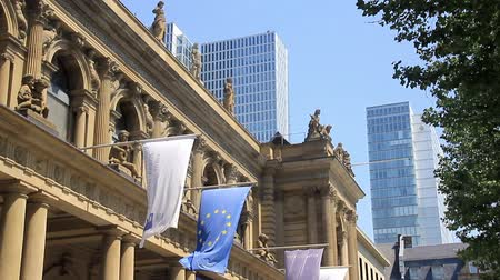 бычий : The Frankfurt Stock Exchange, Frankfurt, Germany 2014