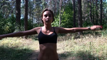 Beautiful girl doing sports in nature, sports in the woods Stok Video