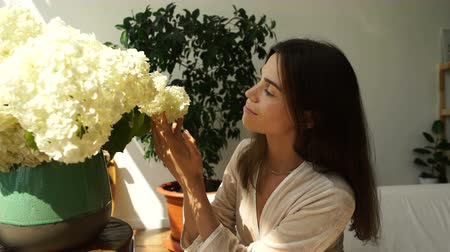 The girl smells a large bouquet of flowers. Girl and flowers. Aroma of flowers. Stok Video