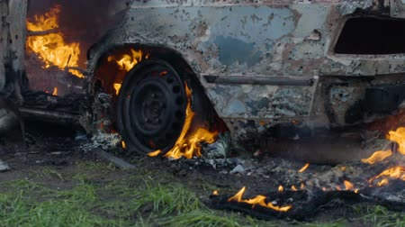 bomba : The burning car is in the field, the blown up car is on fire, the car is burning in slow motion Wideo