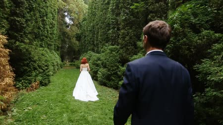 pursue : The groom follows redheaded bride
