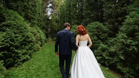pursue : bride and groom go together