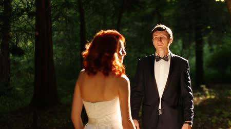redhead suit : groom comes to the bride