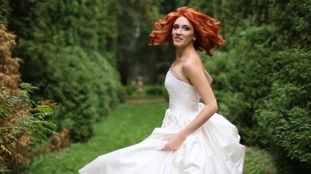 redhead suit : Bride running park turning Stock Footage