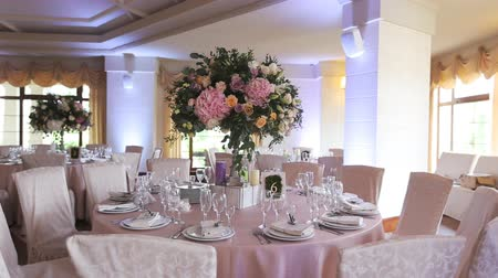 bankett : Interior of a wedding hall decoration ready for guests.Beautiful room for ceremonies and weddings.Wedding concept.Luxury stylish wedding reception purple decorations expensive hall Stock mozgókép