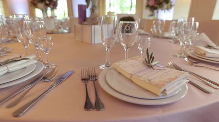 общественное питание : Decorated table for a wedding dinner, beautiful table setting