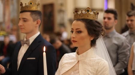 coroa : Wedding crown on the head